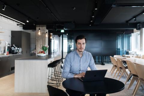 Lauri Järvenpää antaa vinkkejä, miten kiriä verkkokaupan takamatkalta.