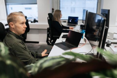 Design-tiimissämme on yli kymmenen palvelumuotoilun, UI/UX-designin ja visuaalisen suunnittelun ammattilaista.