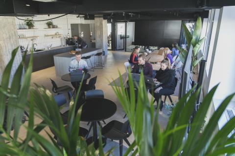 Lamian toimiston oleskelu- ja keittiötila